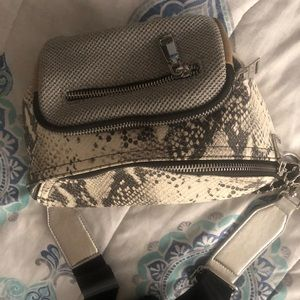 Preowned Steve Madden Pouch